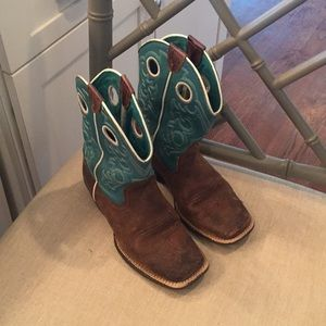 Gorgeous Girls Ariat boots, worn, good condition!